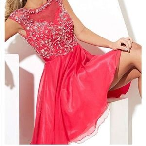 Gorgeous hoco/prom mini dress. Beautiful beading!